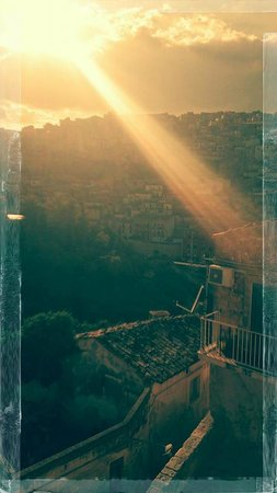 Hotel dell'Orologio : vue du balcon de la chambre au soleil couchant