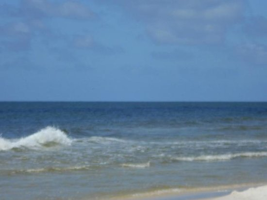 Dauphin Island Public Beach: So restful to sit and watch the waves.