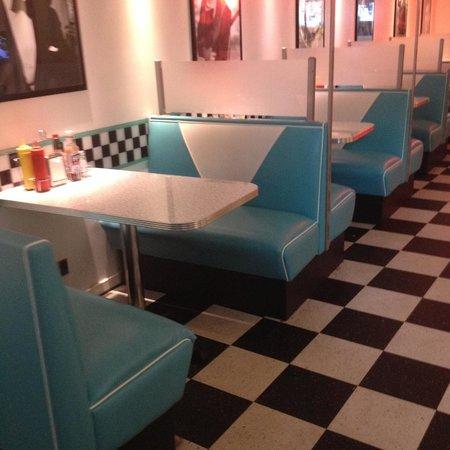 The Diner: Inside