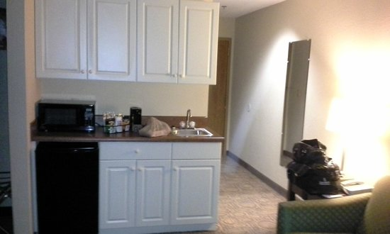 Comfort Suites Regency Park: Sink/Coffee Area