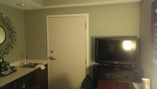 SpringHill Suites Memphis Downtown: Suite mit 2 TVs
