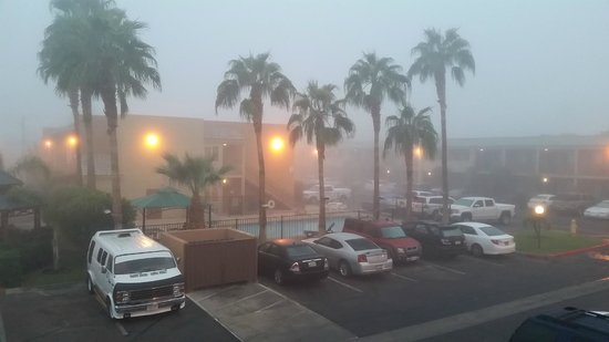 Brawley Inn Hotel & Conference Center: foggy morning