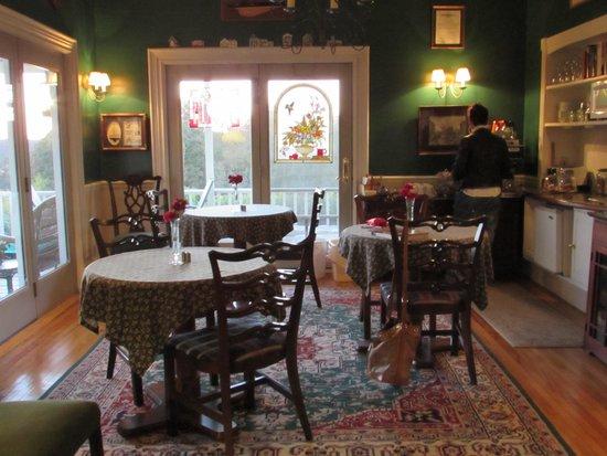Harbor House Inn: Dinig area, beautiful