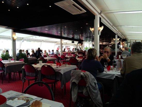 Bateau-Restaurant MS Libellule: The Main lounge and restaurant of the MS LIbellule