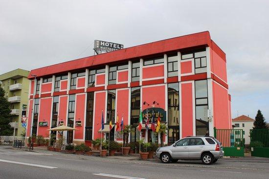 Hotel Mateotti: Fachada
