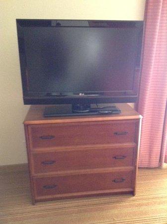 Residence Inn San Diego La Jolla : dresser and tv