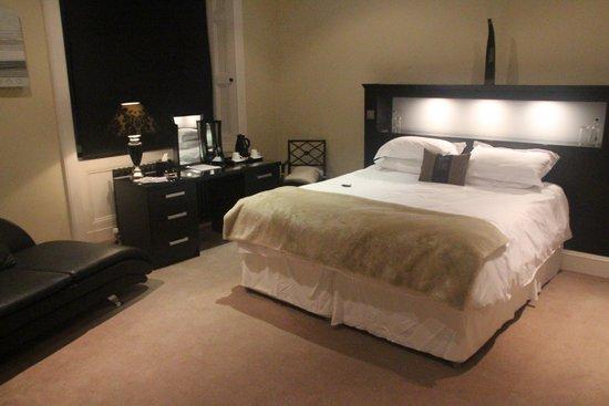 Kinnettles Castle: Bedroom 1