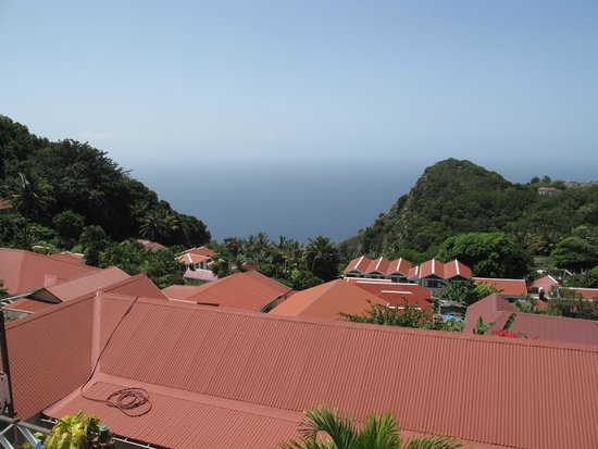 Scout's Place Hotel: Distant ocean view