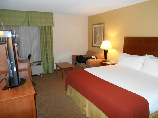 Holiday Inn Express Raleigh-Durham Airport: King Room on 3rd Floor