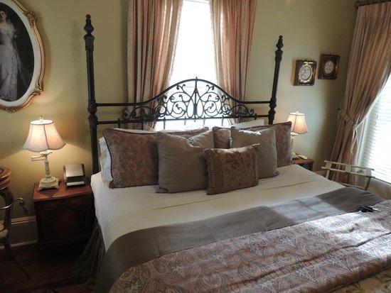 The Cedar House Inn: bedroom