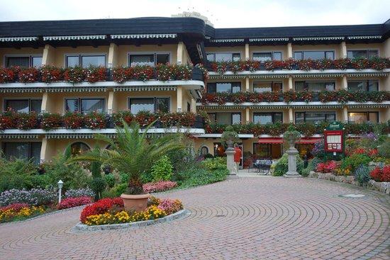 Schwarzmatt Hotel: Hotel entrance