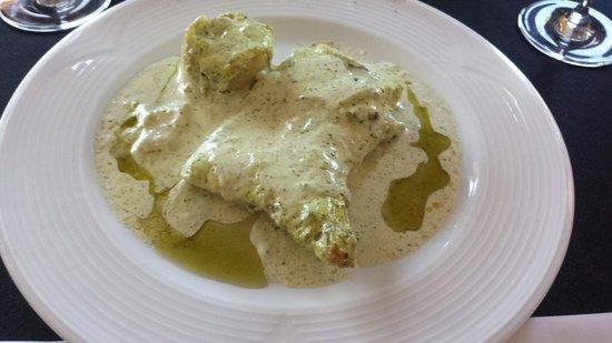 Restaurant Vilanova: Bacalao con salsa de ajos y acompañado de pastel de patata; salsa muy ligera