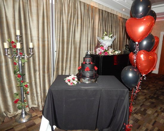 The Kings Hotel: The Cake Table