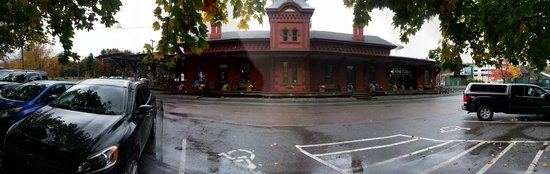 Green Mountain Coffee Cafe: Cafe is in old train station