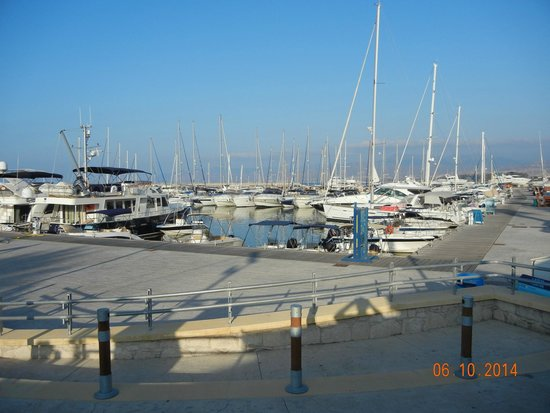 Faros Bar And Restaurant: View from Faros to Latchi harbour
