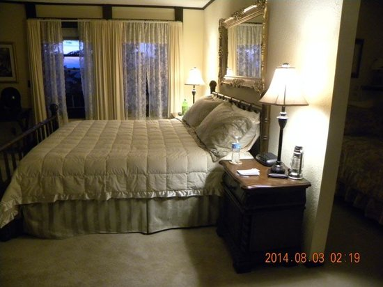 Highland Glen Lodge: King size bed