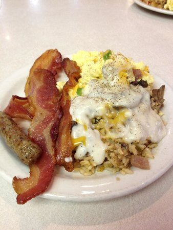 Hometown Grill and Buffet: Great breakfast , if you have not tried it ! Do so .