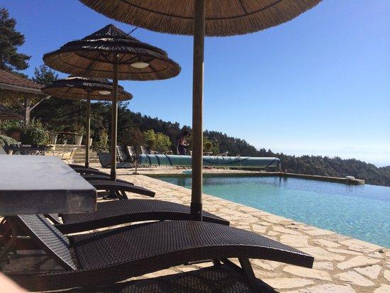 Le Hameau de la Mûre : La piscine
