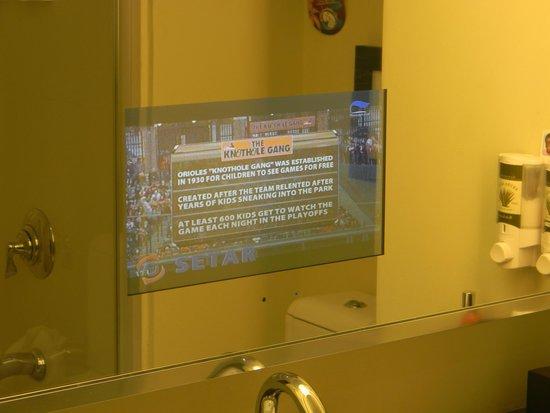 Bucuti & Tara Beach Resort Aruba: Television in bathroom mirror