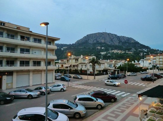 Apartamentos Sa Gavina Medes: Try not to notice that all apartments in this town look like Eastern Europe in the 50's.