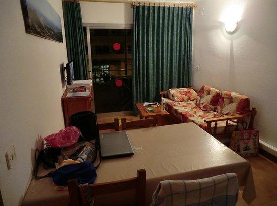 Apartamentos Sa Gavina Medes: Functional - But there is a washing machine!
