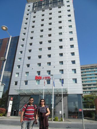 Ibis London Wembley: With friends in front of the hotel