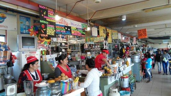 Mercado 10 De Agosto: Juices, Morochos, Tortillas of fresh corn.
