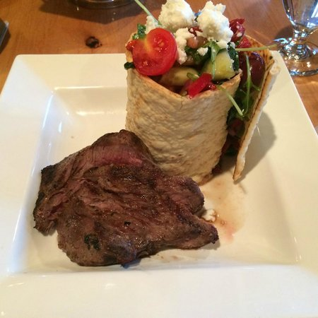 Sawridge Inn and Conference Centre Jasper : Greek Salad with Steak