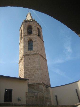 Hotel San Francesco : Blick vom Innenhof zum Kirchturm