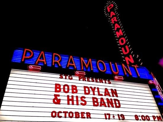 The Paramount Hotel: Bob Dylan at the Paramount Theatre across the street