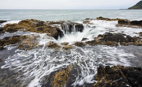 Yachats, Орегон: Thor's Well, best time to photograph 1 hour before till 1 hour after high tide.