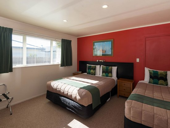 MALFROY motor lodge Rotorua - Accommodation and Mineral Pool: Family Suite