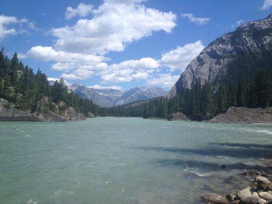 Bow Glacier Falls Trail: Beautiful view