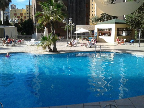 Apartamentos Levante Club: Fab pool and weather  in October