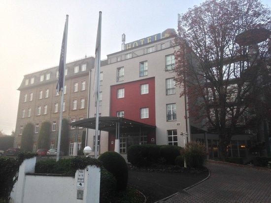 BEST WESTERN PREMIER Hotel Villa Stokkum: ホテル風景