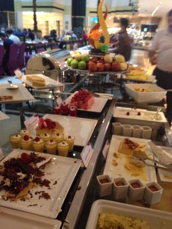 Crowne Plaza Abu Dhabi: Delicious things...