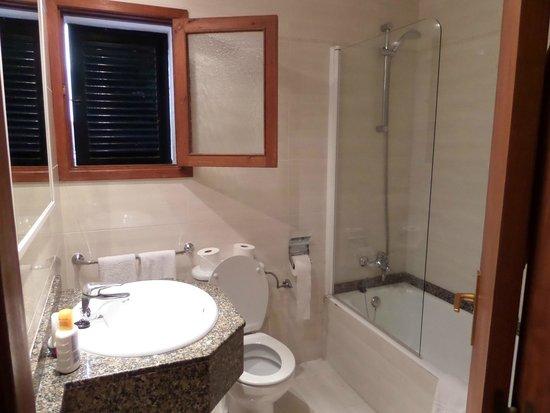 Aparthotel Ses Cases d'Or : Apartment Bathroom