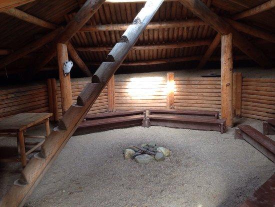 Nk'Mip Desert Cultural Centre: Interior of a pithouse at the village
