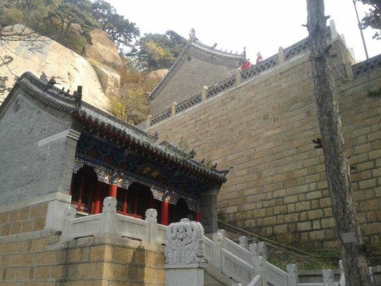 Mount Qian Shan: mitten in den Bergen