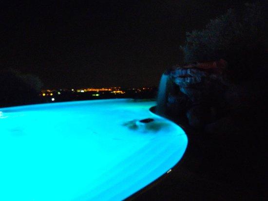 Borgo Alto Country Hotel: Piscina di notte