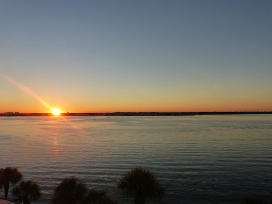 Clearwater Beach Marriott Suites on Sand Key : Sunrise over the Bay