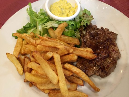 Le Bistrot Parisien: The steak didn't even look good