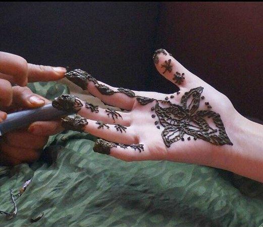 Hdida, Marruecos: henné
