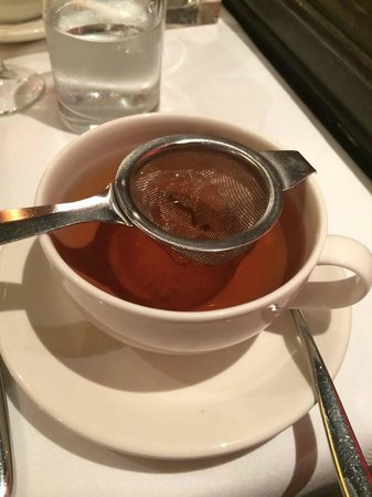 The Grill at Flemings Mayfair: Caramel tea was beautiful once it had brewed!