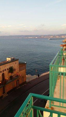 Hotel Peron : Vu du balcon côté mer