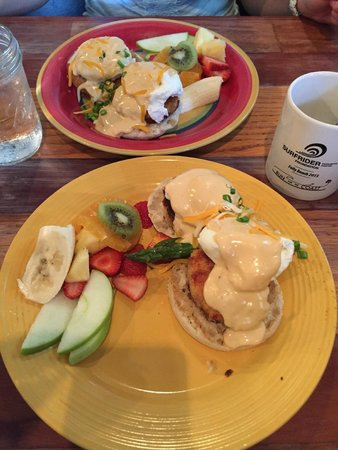 Lost Dog Cafe: Folly beach egg Benedict