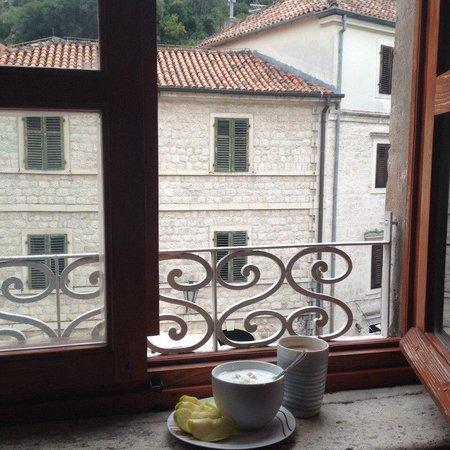 Montenegro Hostel Kotor: Light breakfast ;)