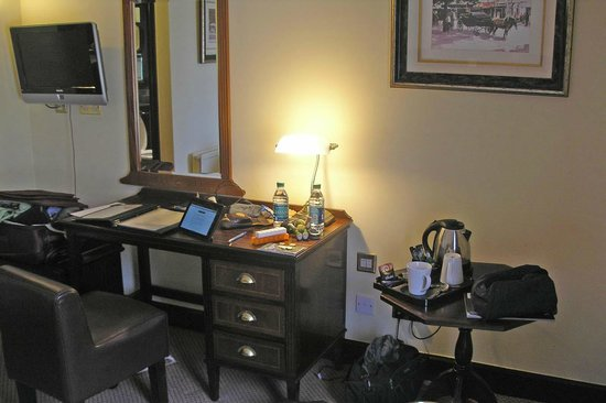 O'Callaghan Mont Clare Hotel: Desk Area