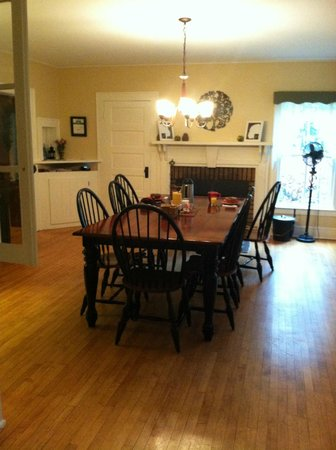Snow Goose Bed and Breakfast: Dining Room