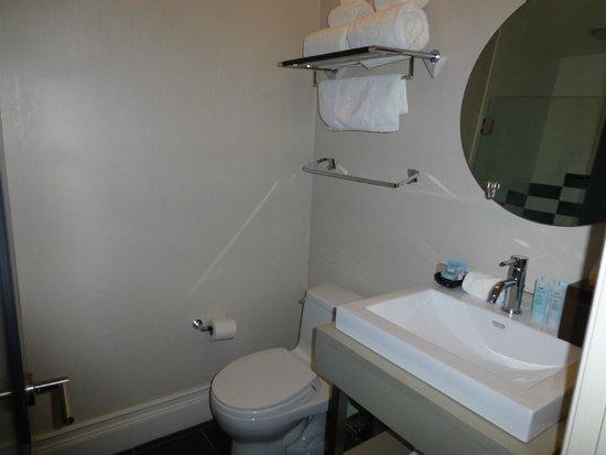 The Inn At St Botolph: bathroom